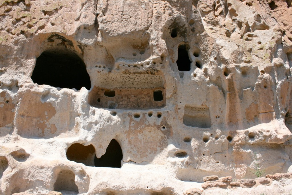 Bandelier_Cliff_Dwelling_Features